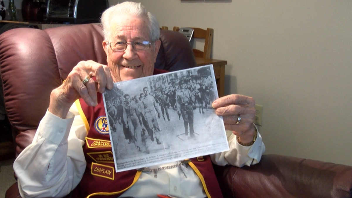 Homer Jones, a WWII Vet and Prisoner of War shares his story on how he escapes.