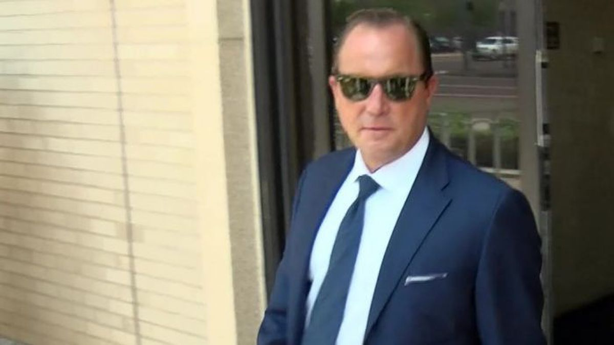 Bart Reagor leaving federal court on Aug. 3 (Source: KCBD Video)