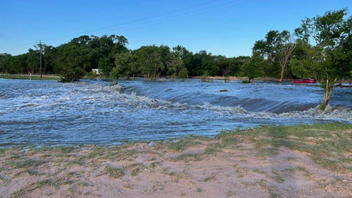 Buffalo Springs Lake rising water level