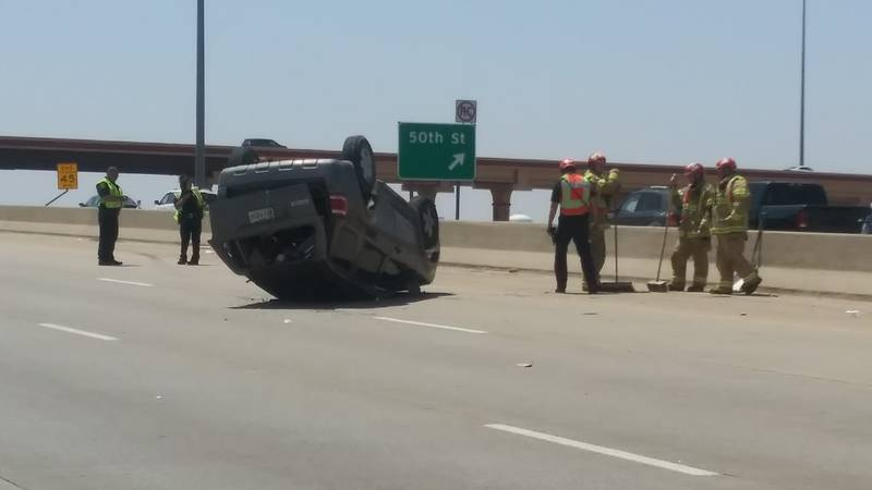 One minor injury reported after rollover on West Loop 289 near the 50th Street exit.